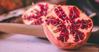 5 Simple Steps to Peeling Pomegranate 3