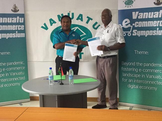 Vanuatu Business Review » Interchange signs sponsorship for e-commerce symposium 1