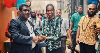 Vanuatu Business Review » Finance Minister endorses first social media platform 2