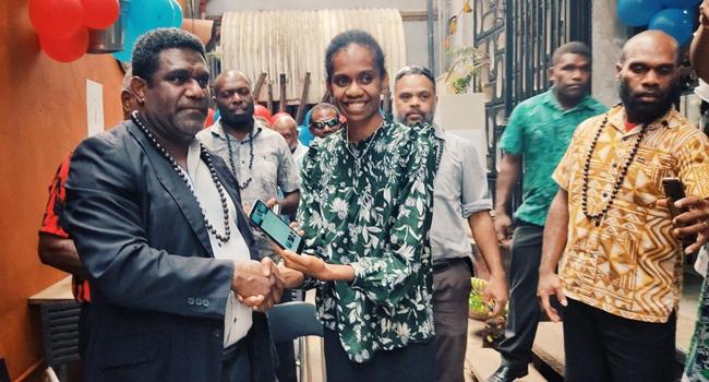 Vanuatu Business Review » Finance Minister endorses first social media platform 21